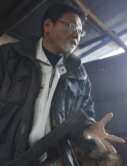 炭焼き師 小谷義隆